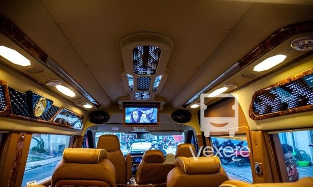 Limousine 9 chỗ LaHa Limousine