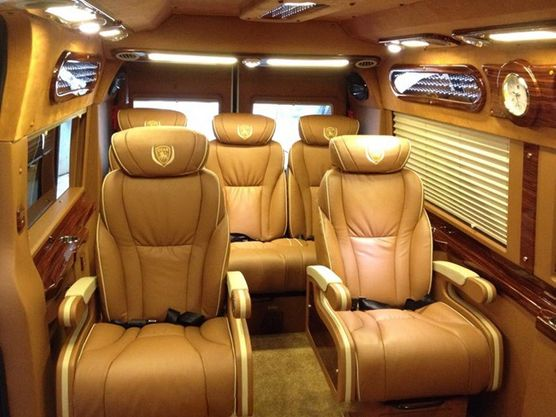 Limousine 9 chỗ VIP The Long Travel
