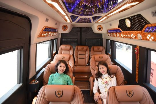 Limousine 11 chỗ VIP Indochina Queen Travel