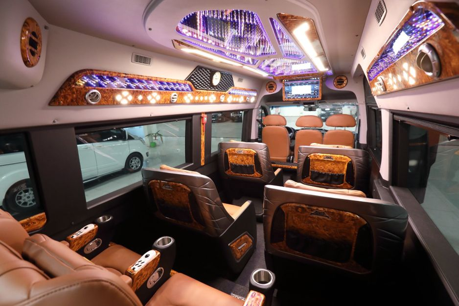 Xe Hạ Long Travel Limousine undefined